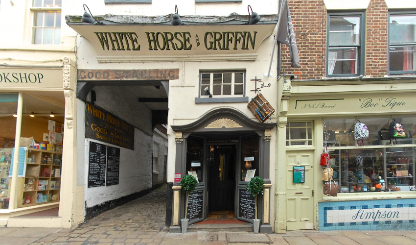 white-horse-griffin-hotel-in-whitby