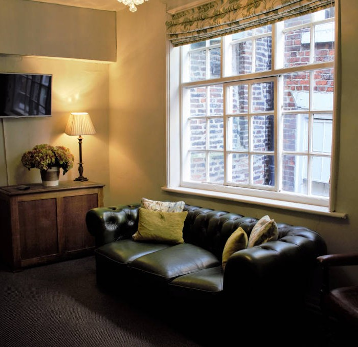 Wakeful Bedroom - White Horse and Griffin Hotel Whitby